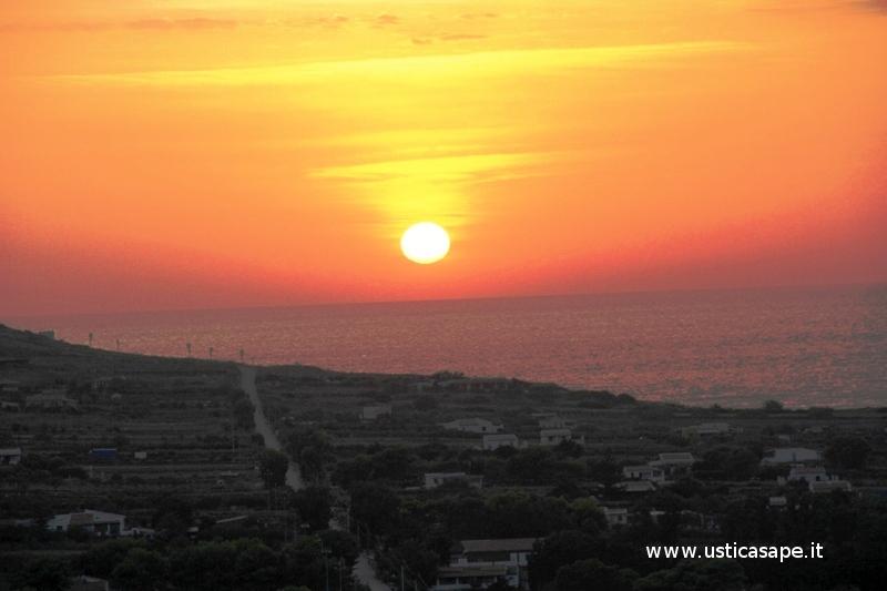 Ustica, bel tramonto sulla tramontana
