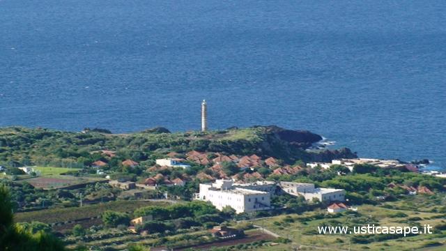 Ustica, Hotel Punta Spalmatore visto dalla montagna
