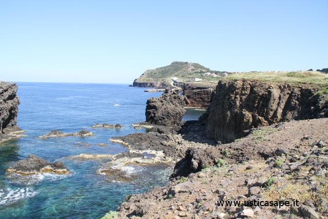 Ustica zona faraglioni, bassa marea