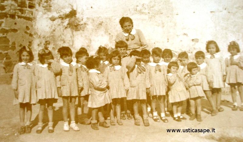 Compagni di scuola 1947-48 insegnante Calderaro