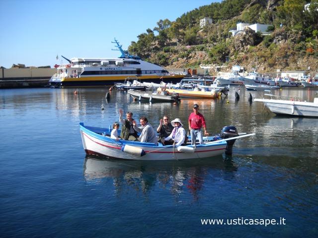 Un giro in barca e visita alle grotte di Ustica con Peppe