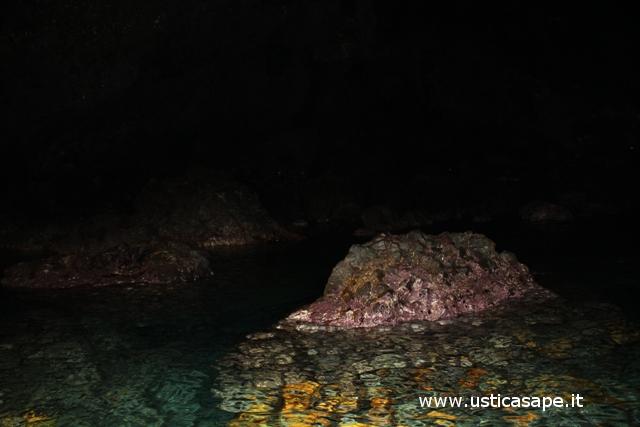 Ustica, interno grotta verde