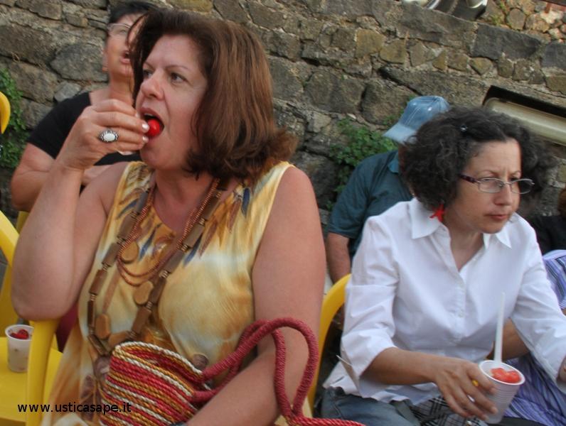 Signora con le ciliegie