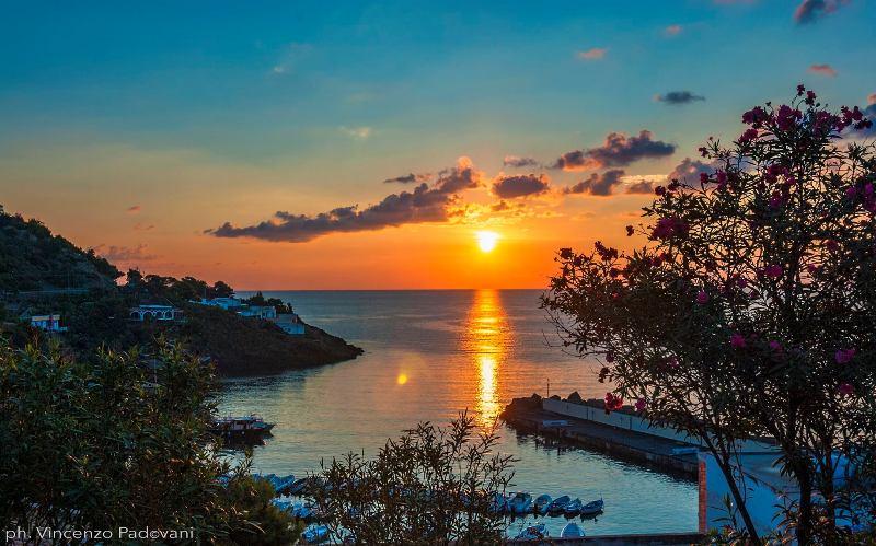 Ustica, alba su Cala Santa Maria