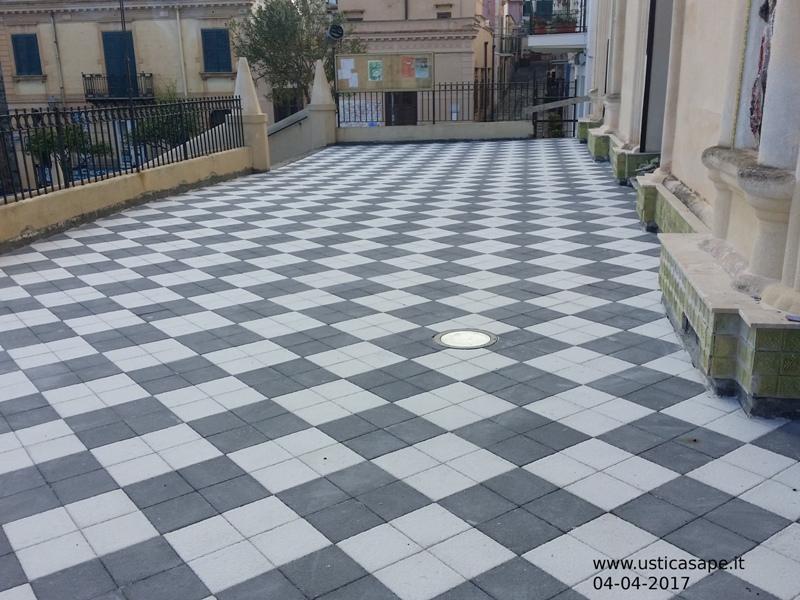Ustica, pavimentazione terrazzo chiesa - Ustica sape