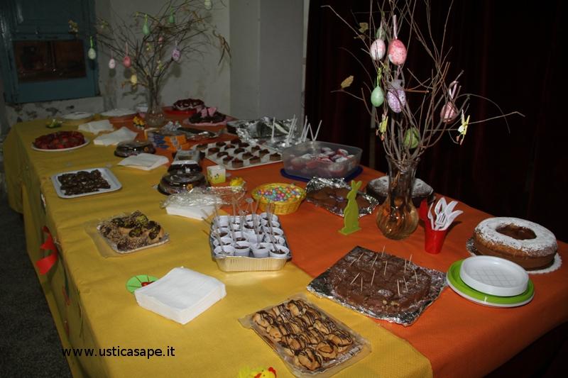 Cioccolata calda e dolci dopo la veglia pasquale