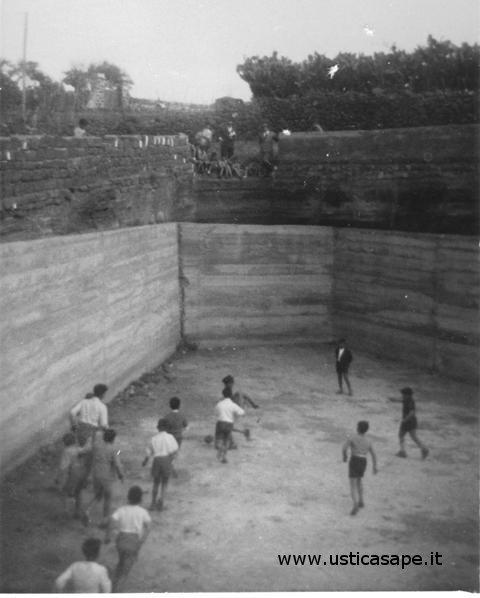 Calcio praticato interno gorgo