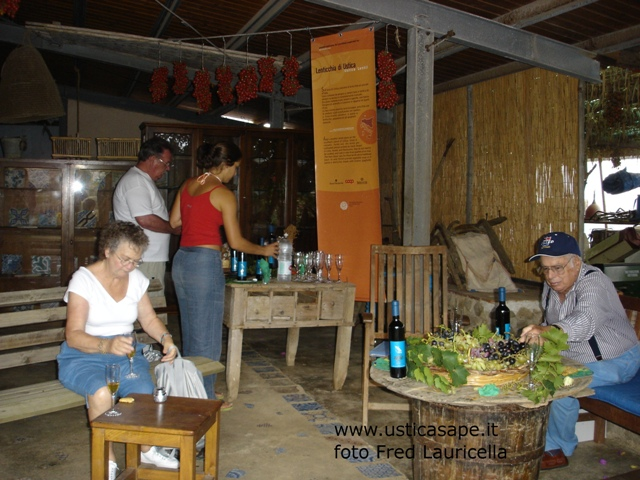 Ustica, degustazione vino passito Azienda Longo