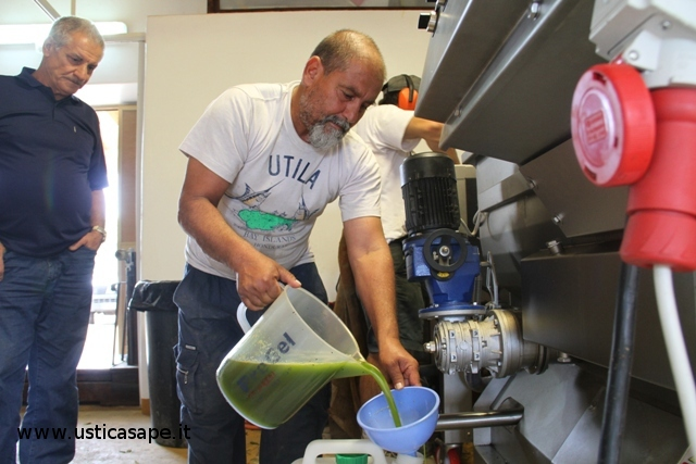 """Ustica Frantoio """"U Scarpuni"""", la passione per l'olio di oliva"""