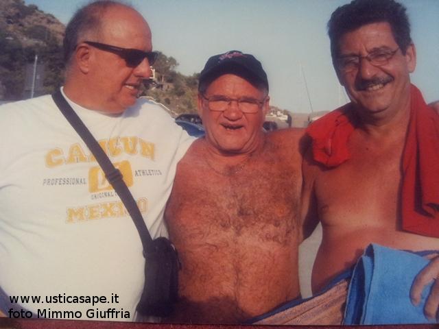 Incontro ad Ustica di tre amici nativi di Ustica