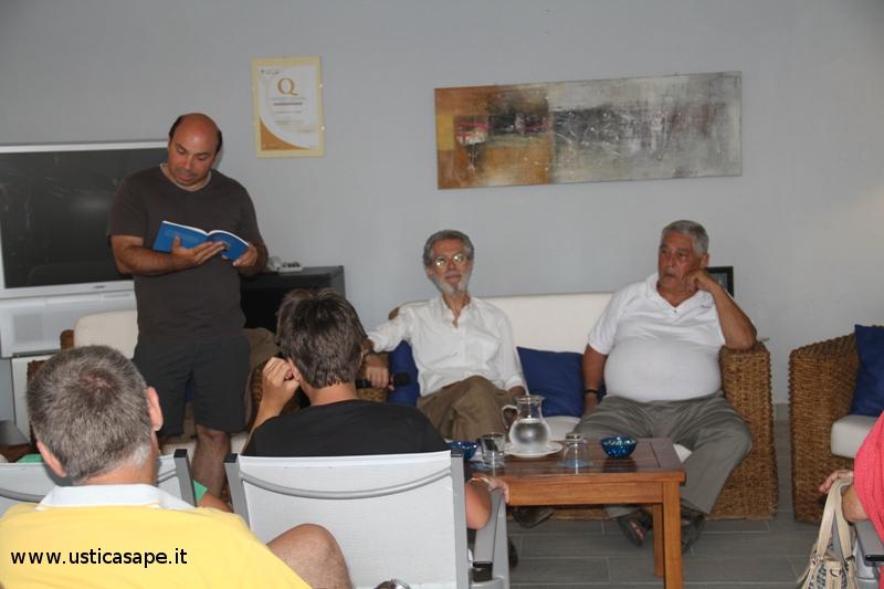 Costantino presenta il suo libro di poesie - Ascoltando il mare
