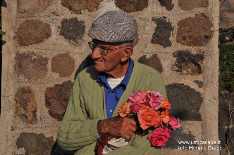 Salvatore Arno' (Mazzarella) Rose da deporre sulla tomba della moglie moglie