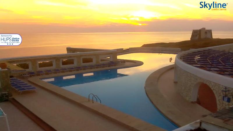 Ustica, Tramonto dalla webcam sulla piscina dell'Hotel Punta SpalmatoreSpalmatore