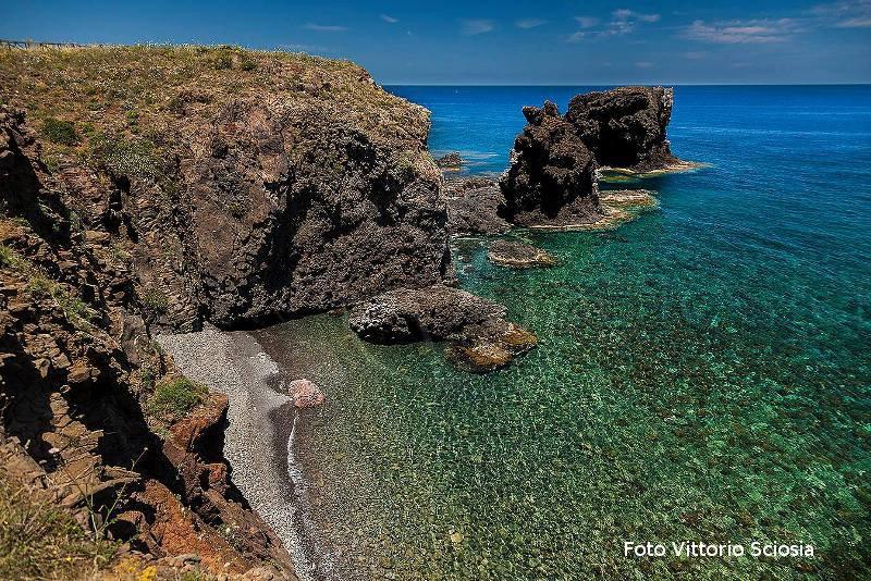 Ustica Faraglioni, meravigliosi colori e  trasparenza delle acque