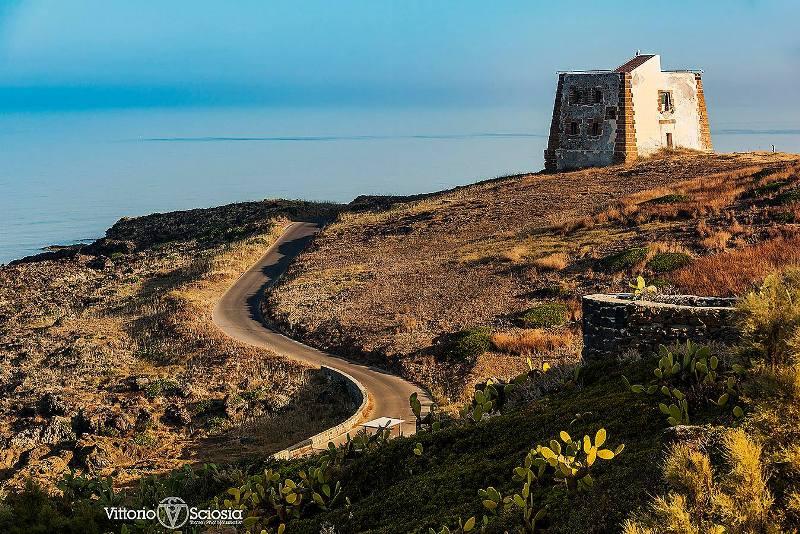 Ustica, Torre di Punta Spalmatore