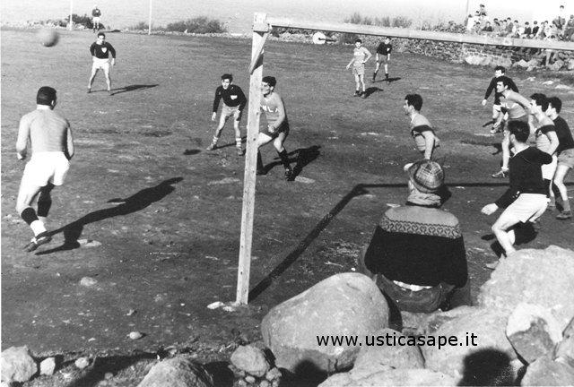 Ustica, partita a calcio della domenica