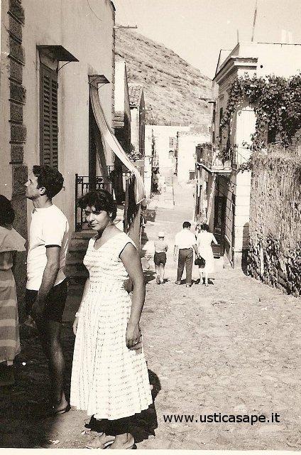 Stradina di Ustica, Via Dietro Magazzino