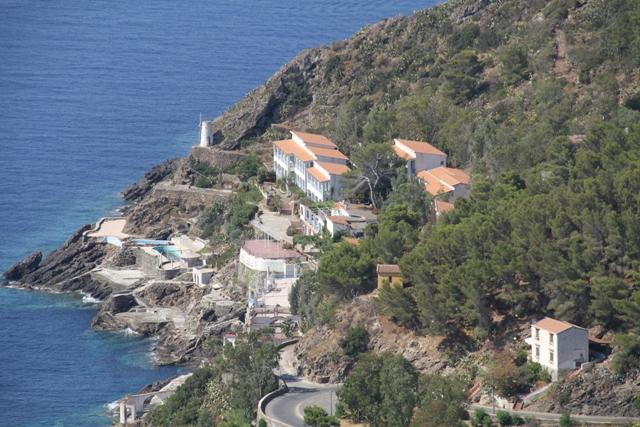 Hotel Grotta Azzurra troppo importante per Ustica - da recuperare...