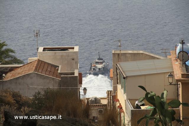 Ustica, partenza catamarano