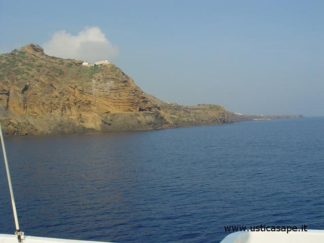 Arrivo ad Ustica con aliscafo da Napoli