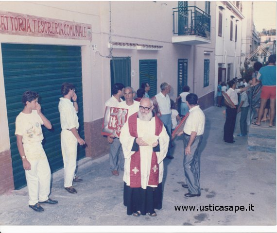 Ustica, Processione San Bartolo per le vie del paese