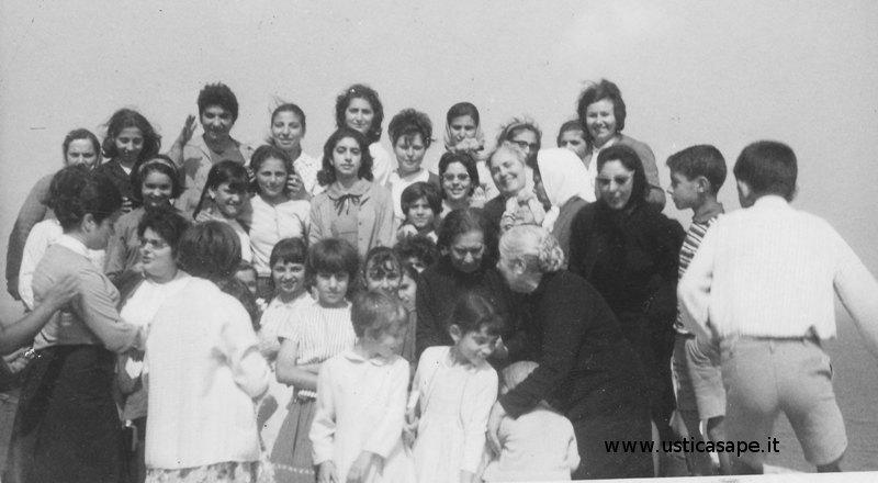 Ustica , donne dell'azione cattolica