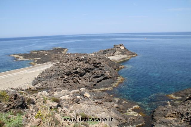 """Ustica punta Torre dello Spalmatore, """"potenziale"""" solarium"""