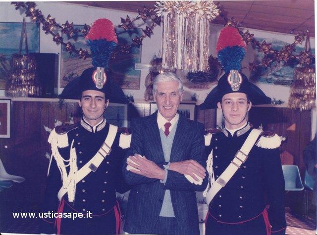 Nino Bertucci e due Carabinieri in alta uniforme