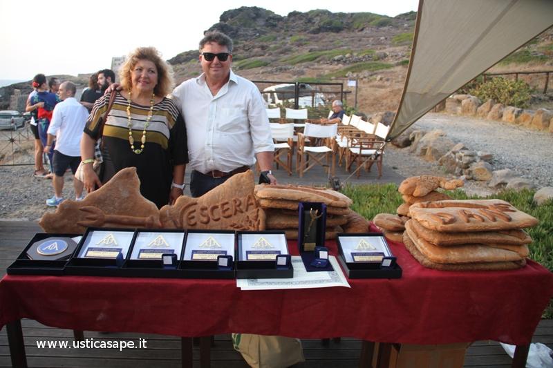 Pane consegnato ai DAN e al Tridente d'Oro preparato dai signori nella foto