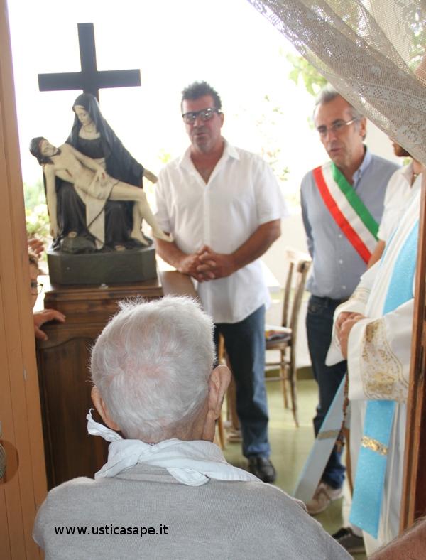 La Madonna della Croce viene portata a far visita agli ammalati