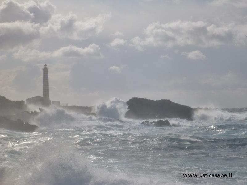 Cattivo tempo - Faro Punta Cavazzi