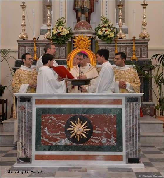 Foto ricordo con il vescovo