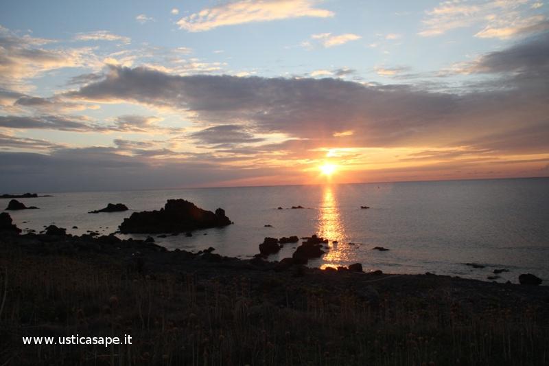 Ustica, tramonto visto dallo sbarramento