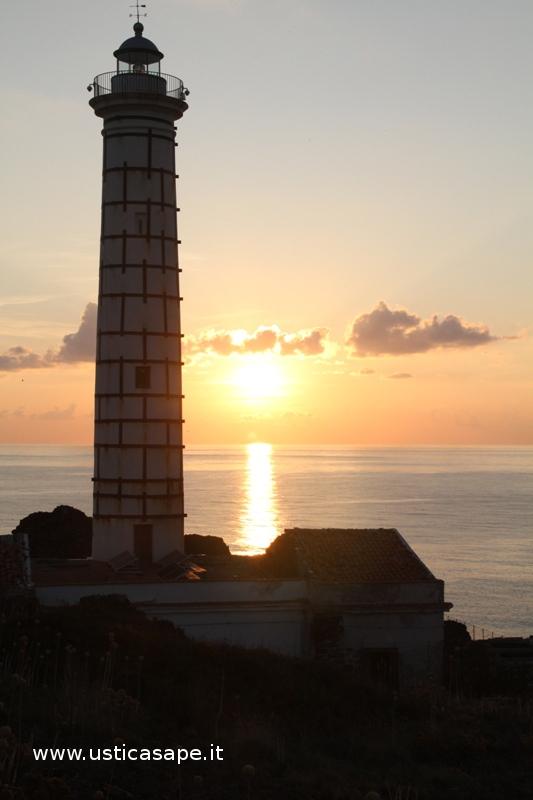 Faro Punta Spalmatore al tramonto