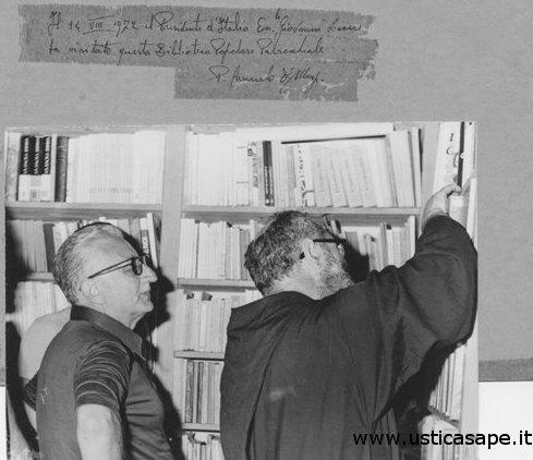 Il Presidente della Repubblica Leone visita la biblioteca di Ustica