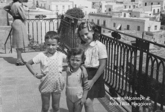 Foto ricordo di tre bambini prodigio - Claudio, Massimo, Angela