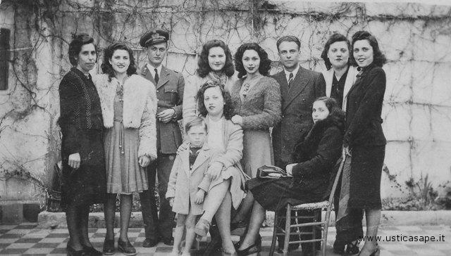 Foto ricordo con la famiglia giordano, 1942