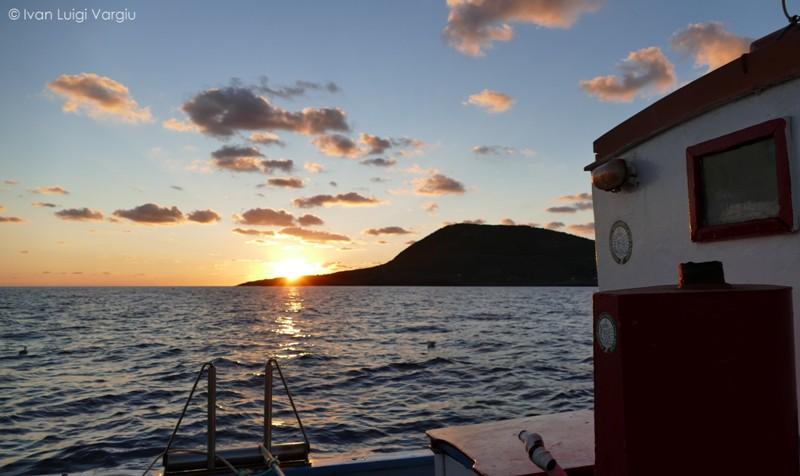 Ustica alba, peschereccio rientra dalla pesca