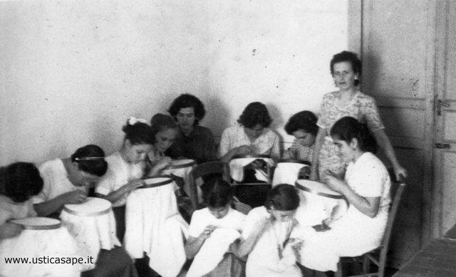 Ustica Centro di Cultura Popolare, scuola di ricamo