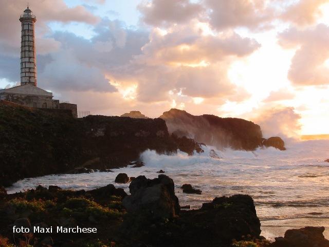 Ustica, Faro punta  Cavazzi - tramonto