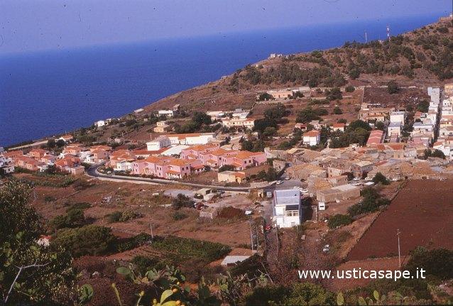 Ustica,  Zona 167 - 1993 vista dal boschetto