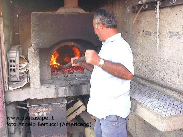 Ustica, preparazione forno per pizza