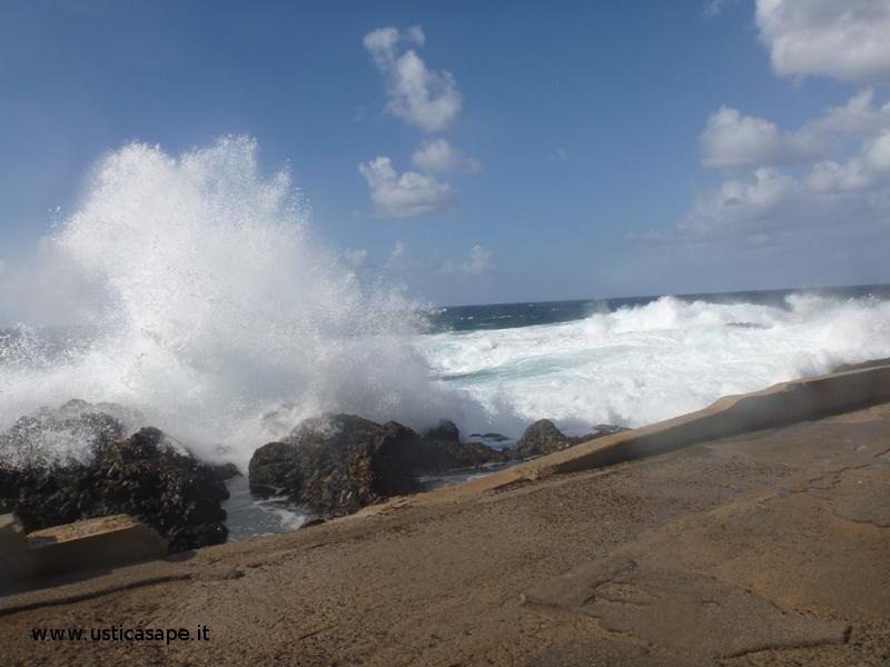 Molo punta Spalmatore - mare molto mosso