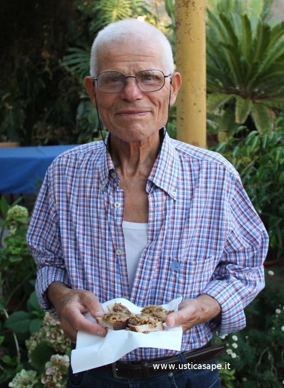 Ustica, Pino Pellerito con le tartine