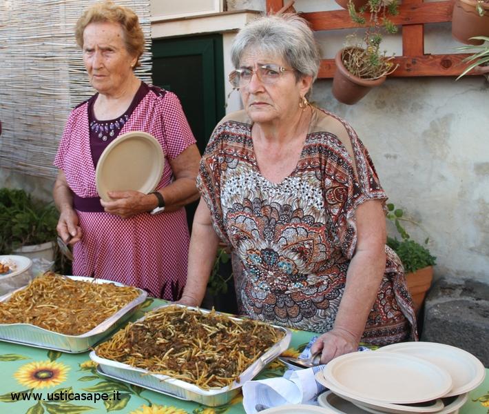 Ustica,  La pasta al forno preparata da Maria Cristina