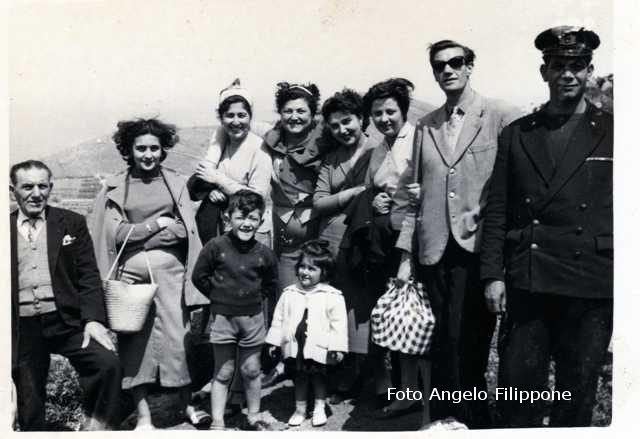 Ustica, scampagnata alla stazione meteo (maggio 1956)