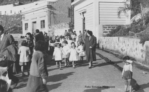 scolaresca attende Provveditorato Agli Studi a Palermo