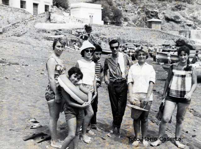 Ustica, sulla spiaggia di Cala Santa Maria
