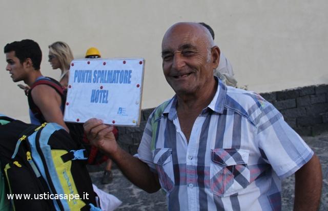 Ustica, accoglienza del turista con il sorriso
