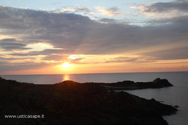 Ustica tramonto, solarium punta spalmatore
